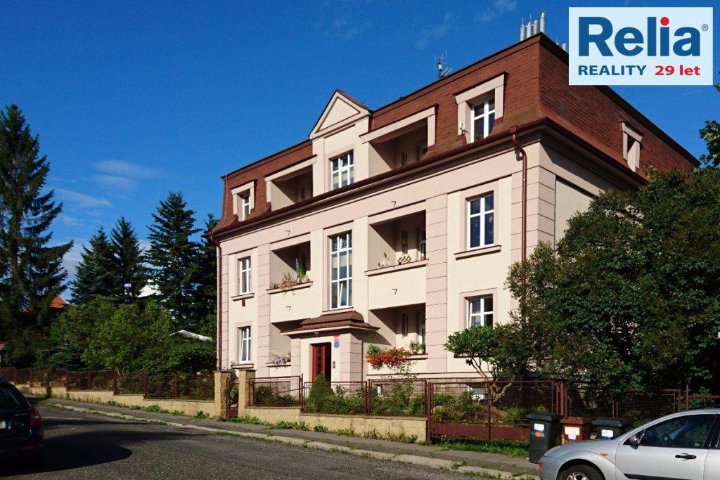 Pronájem bytu 2+1 o výměře 90 m2 s lodžií  a zahradou ve vile v Liberci