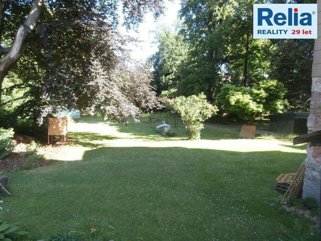 Prodej bytu 5+1 o rozloze 150 m2 v cihlovém domě se zahradou v centru Jablonce.