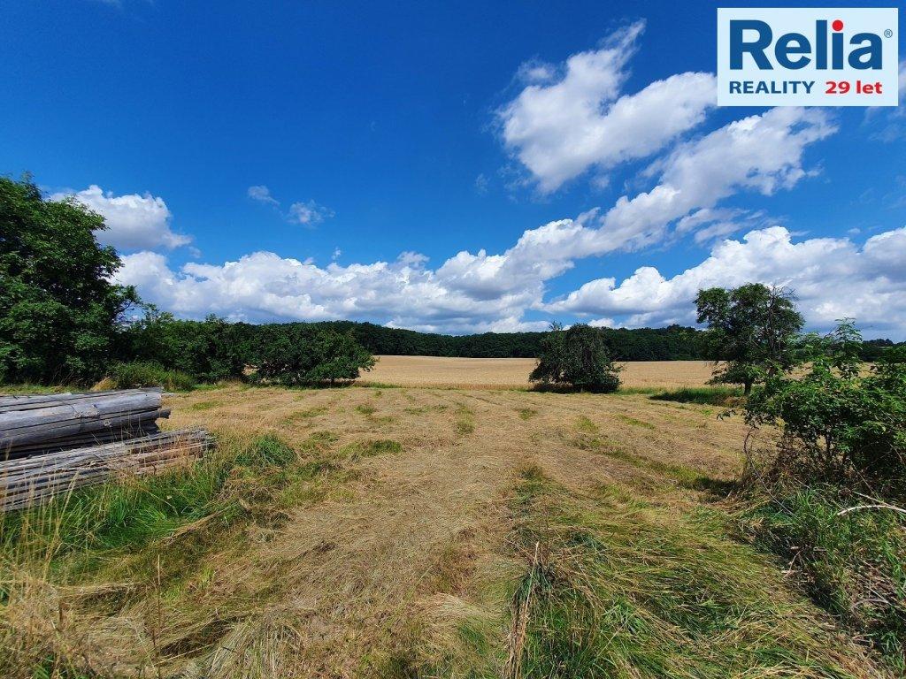 Pozemky pro bydlení v klidné části obce Pravy, 3809 m2