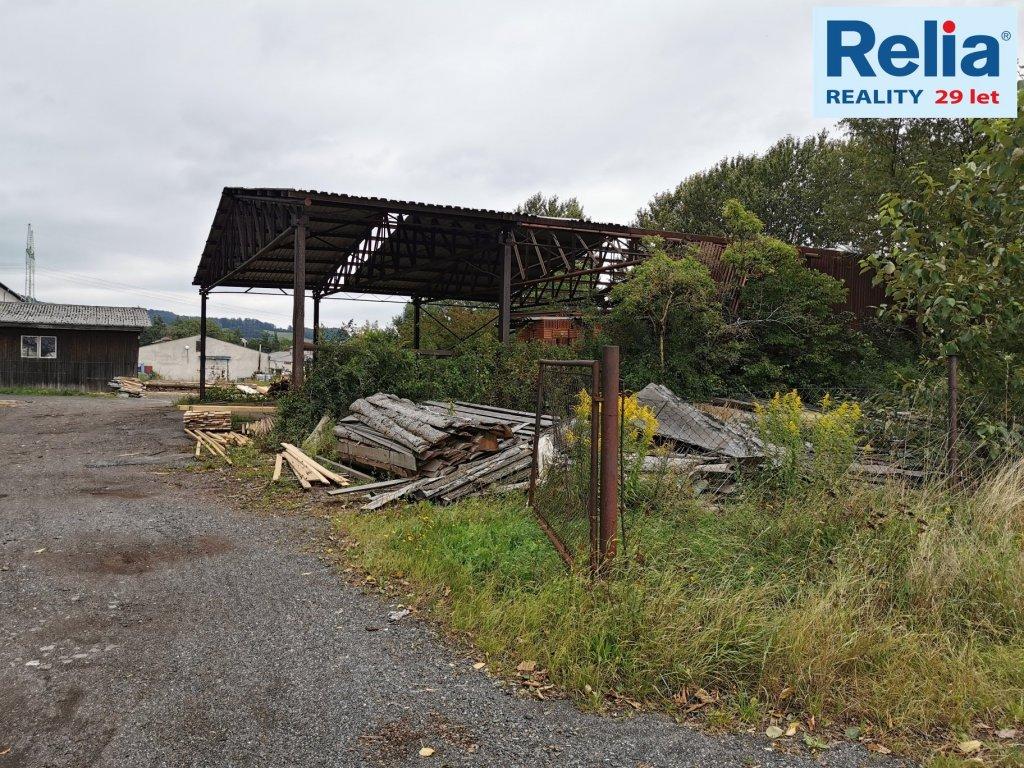 Prodej komerčního pozemku s ocelovým přístřeškem - Jenišovice